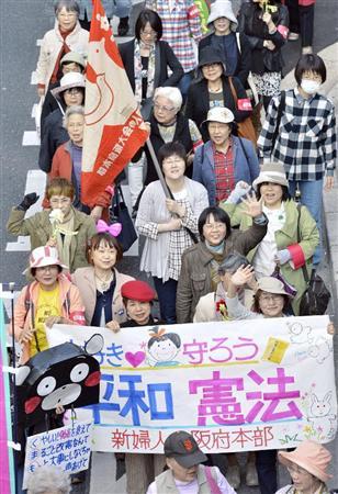 改憲反対のデモ行進