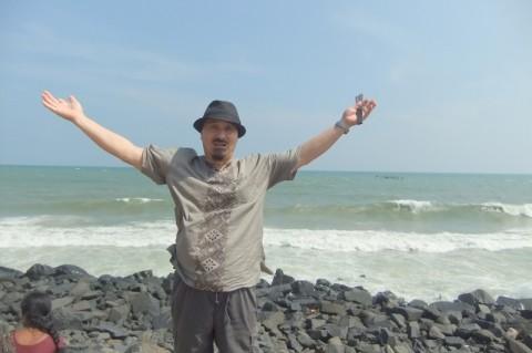 ポンディチェリーの海にて